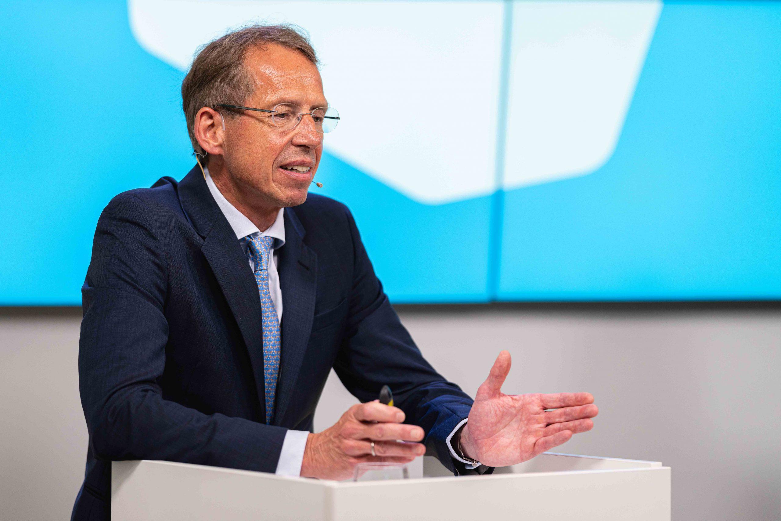Dr. Roland Gerlach